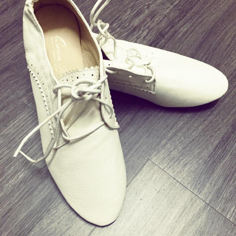 雕花小白鞋牛津鞋百搭38 號