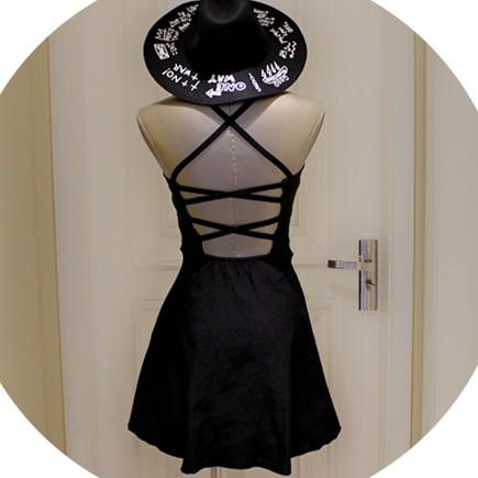 暗黑搖滾交叉露背簍空性感綁帶日系連身裙洋裝修身細肩帶掛脖簡約