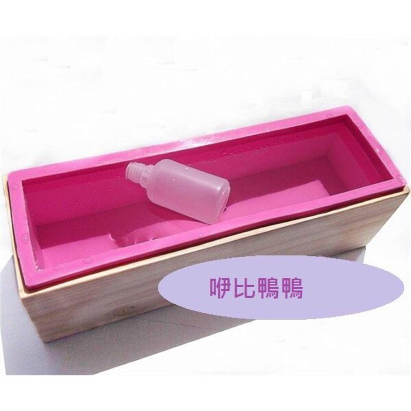 二合一木框矽膠模具長方形 皂模吐司模出皂1200G 一套 235 元