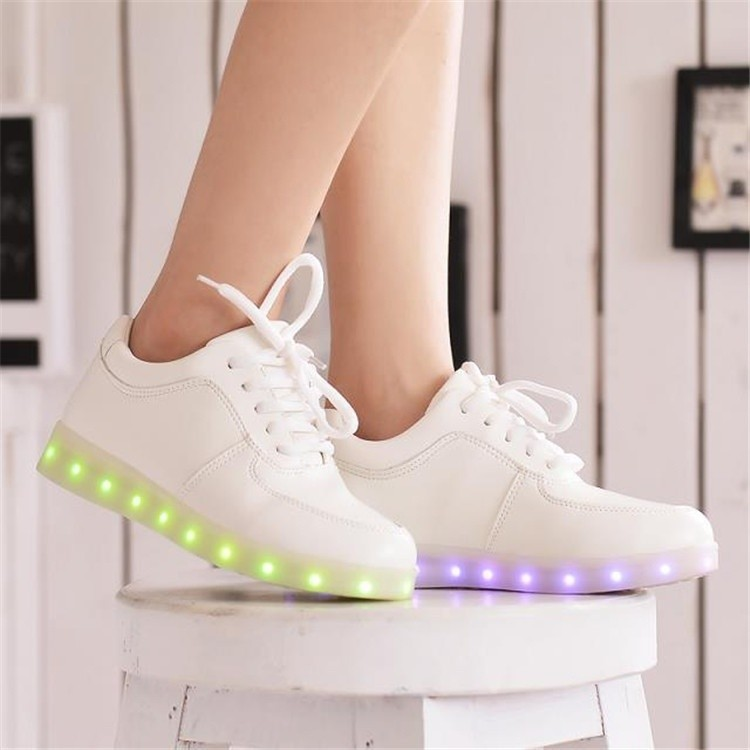 LED 發光鞋七彩燈鞋男女情侶休閒板鞋USB 充電