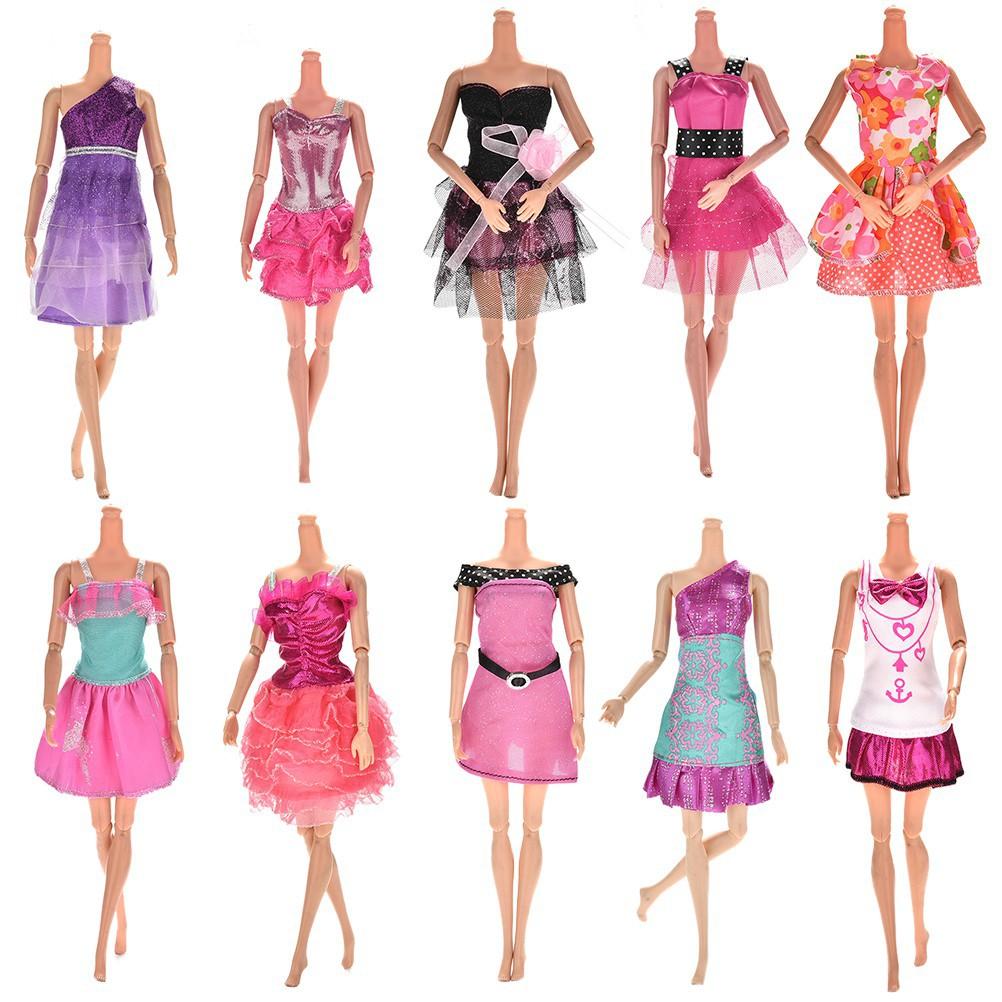 發送10 件芭比娃娃的連衣裙服裝