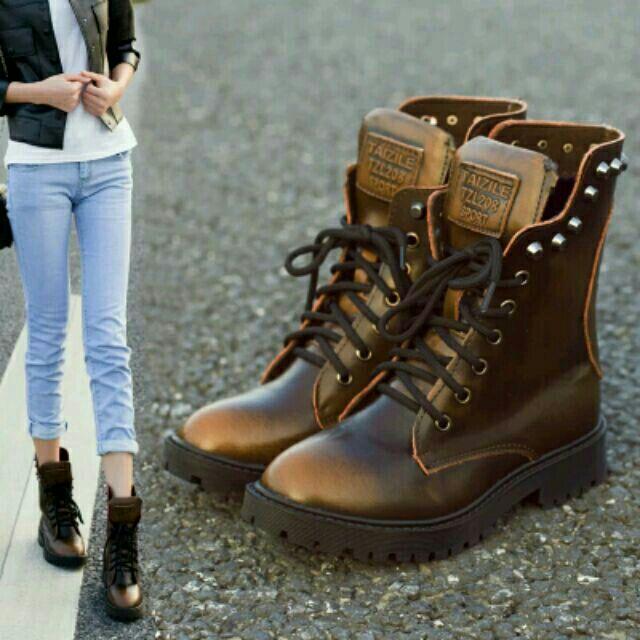 賺銷量( )復古真皮粗跟平底馬丁靴英倫風綁帶鉚釘