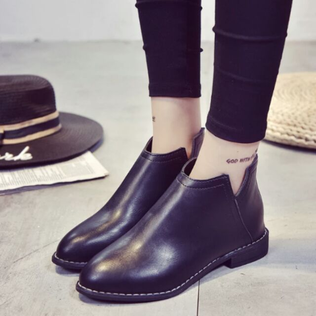 2016 女鞋平底低跟尖頭馬丁靴V 口裸靴子黑色机車短靴