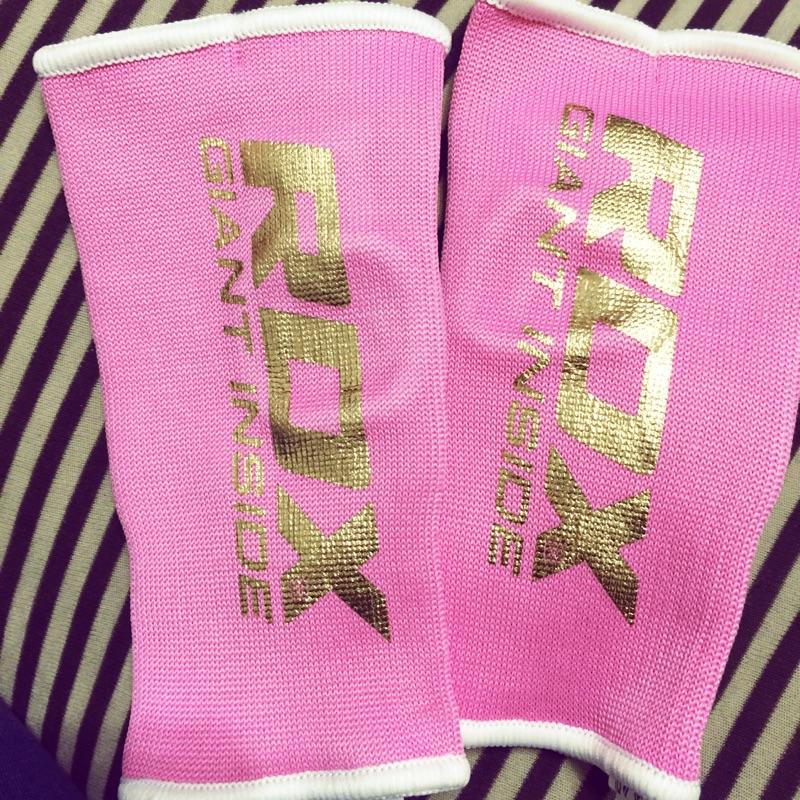 英國RDX 半指拳擊手套內襯套可取代手綁帶粉紅色!女生 ~多買的