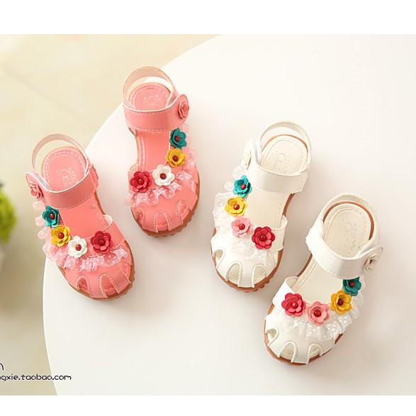 女童蕾絲花朵包頭羅馬涼鞋 !