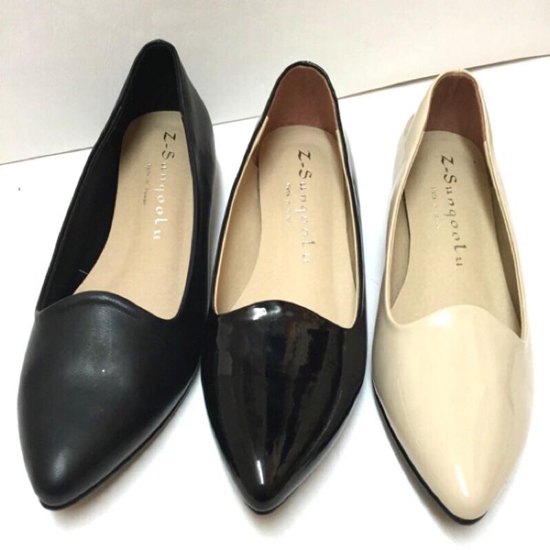 不要懷疑_ 零碼尺寸 大 200 ,買到賺到~韓瘋新單品~素面漆面低跟尖頭包鞋售價450
