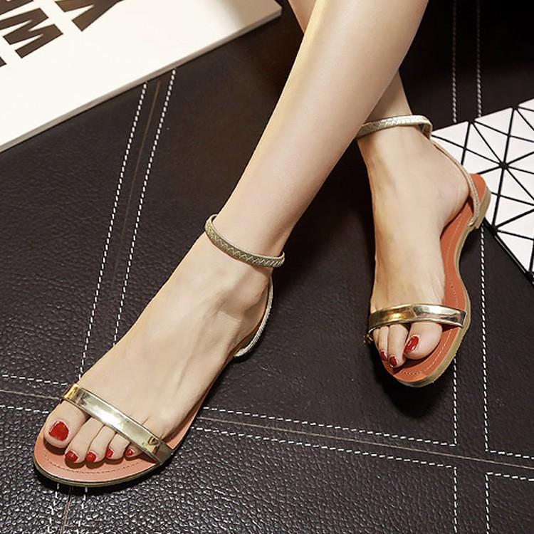 拼色扣帶 簡約平底顯瘦百搭圓頭涼鞋纖細 金屬漆皮