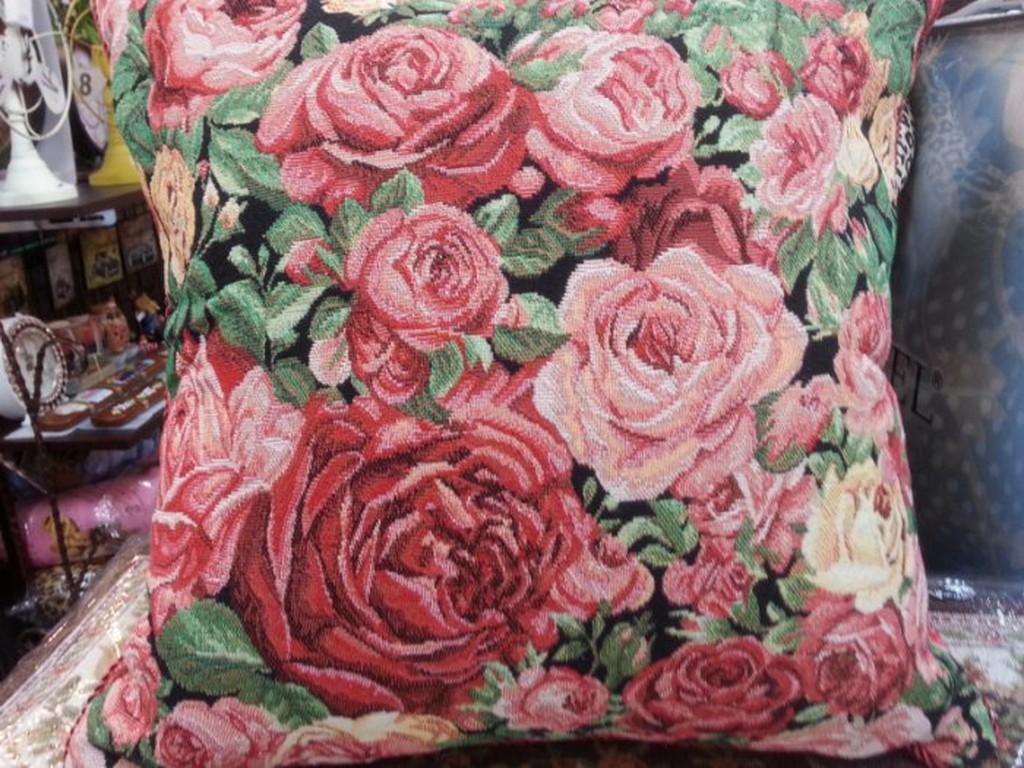 三寶家飾玫瑰歐風抱枕套尺寸約45 45 公分,不含枕心,可 本賣埸四釘小方坐墊 ~