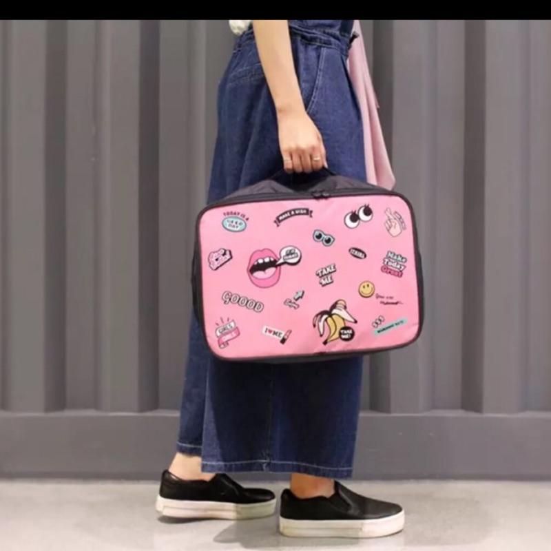 韓國風~超夯嘴唇旅行包飛機包,可輕鬆拿輕鬆增加旅行的置物空間