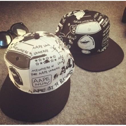 ~灰熊Q ~ 新品黑白字母塗鴨帽男女街舞嘻哈棒球帽情侶 帽子潮帽 軍帽嘻哈帽街舞帽