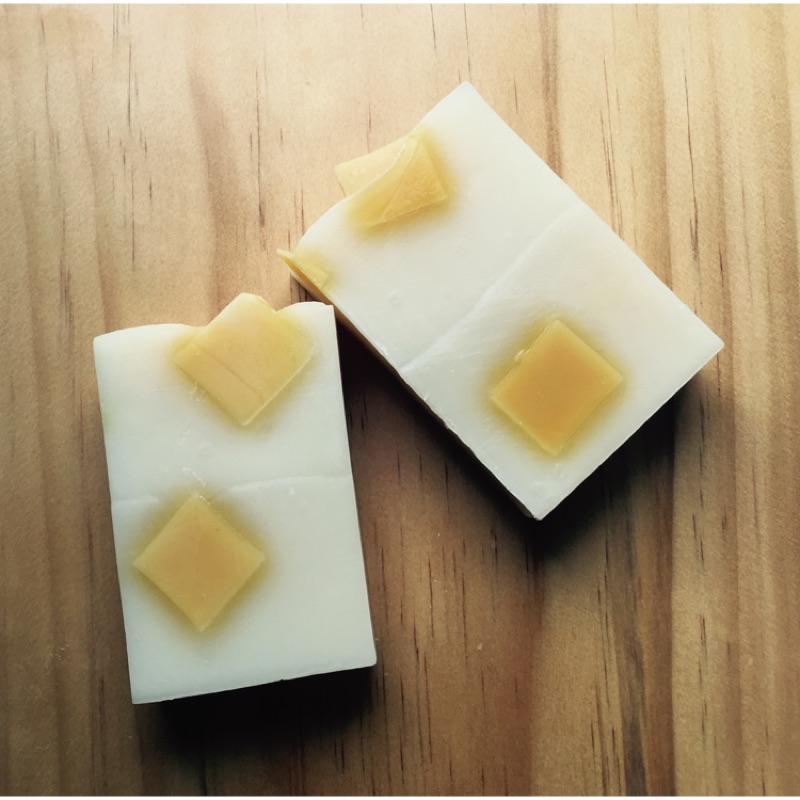 買一送一五折 即止薑黃牛奶保濕皂滋潤保濕鮮奶製作玫瑰天竺葵味冷制 皂1111 買一送一