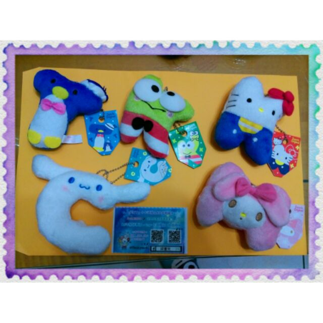 超萌超可愛三麗鷗美樂蒂凱蒂貓大眼蛙企鵝大耳狗娃娃公仔玩偶字母吊飾鑰匙圈裝飾品賣場 迪士尼