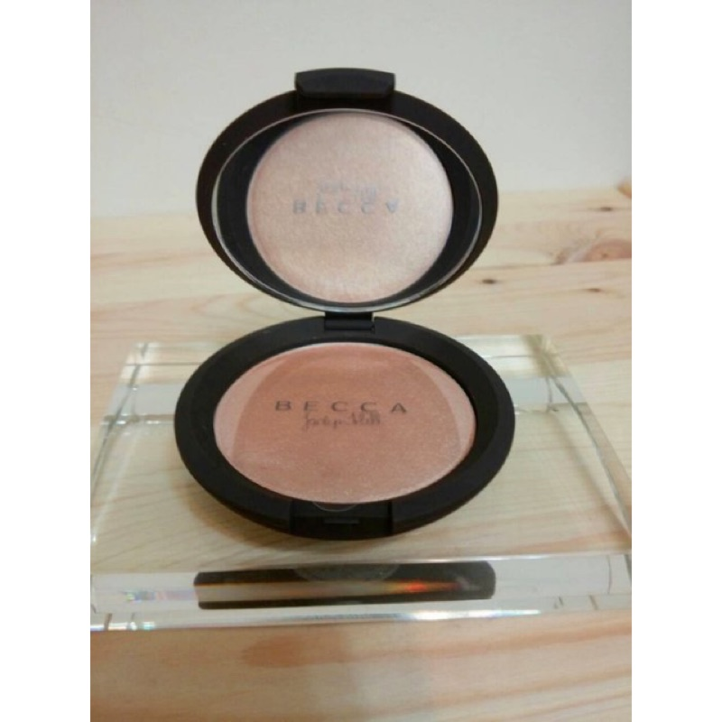 Becca x Jaclyn Hill Perfector Pressed Ch agne
