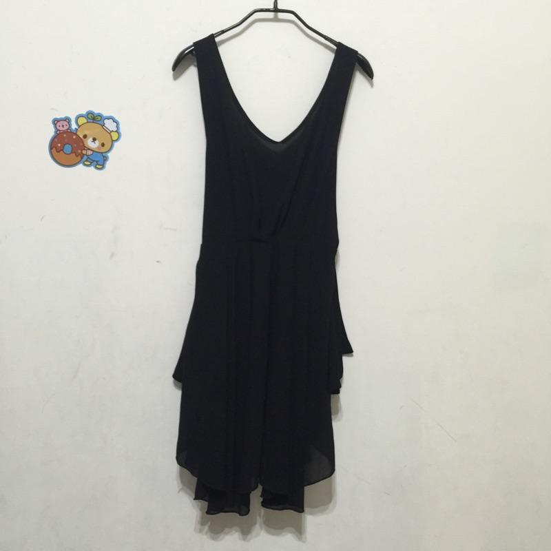 黑色V 領吊帶裙