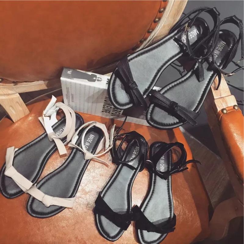 ۞芙芙遊樂園۞2017 年春夏 : 優雅百搭涼鞋女 平底蝴蝶結學生一字扣帶平跟露趾沙灘女鞋