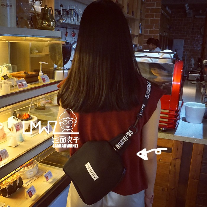 AC 韓國東大門港風字母胸包街頭滑板包原宿潮手機包情侶單肩斜跨包