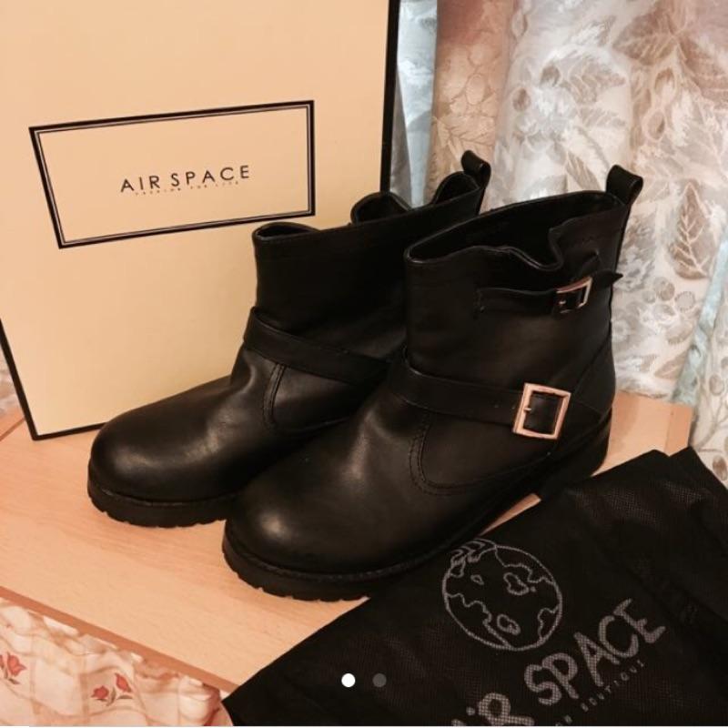 AIR SPACE 羊紋雙側釦內增高迷你短筒工程靴 黑