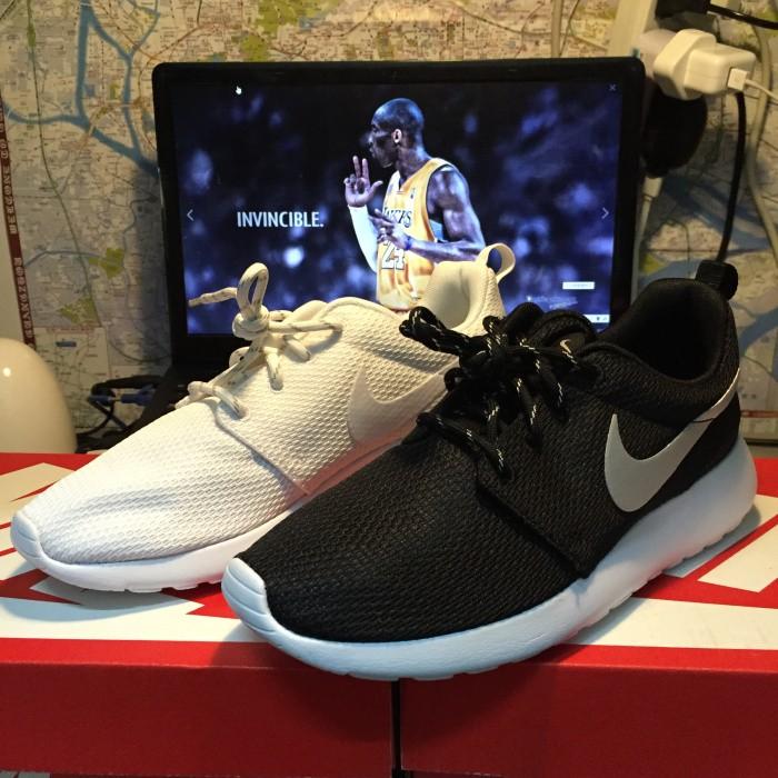Nike Roshe Run WMNS 黑白全白超輕量慢跑鞋男鞋女鞋 鞋