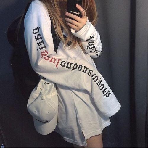 價▲CC 長袖上衣▲長袖T 恤2017  衛衣女 潮學生寬松套頭情侶外套超長袖T 恤大碼