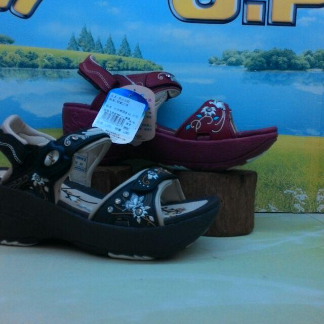 GP 涼鞋磁鐵式扣具 1080 元大 690 元不含 一鞋兩穿经濟又方便