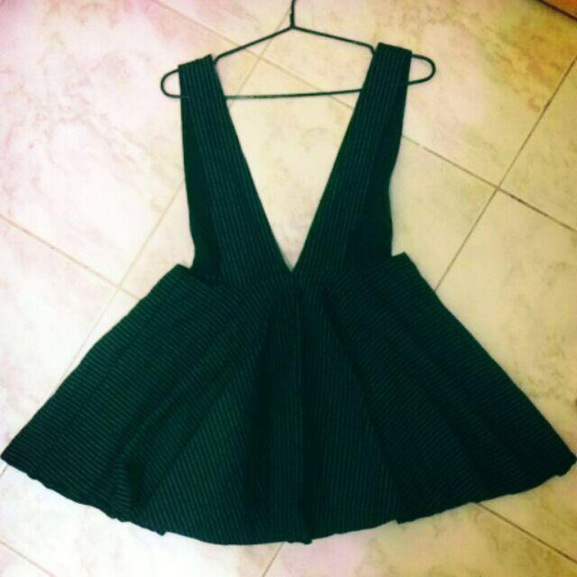 直線條紋吊帶裙黑底白線