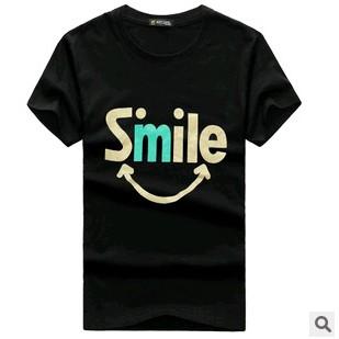男士印有微笑字母圓領的T 恤上衣