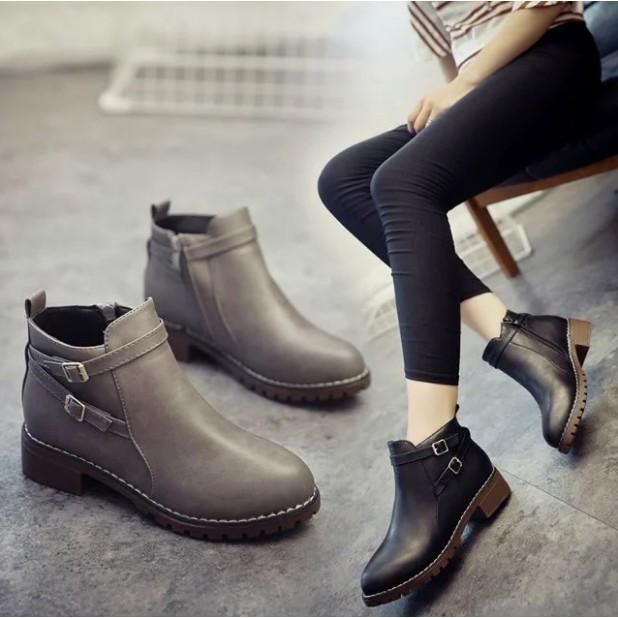 短靴~6597 ~ 學院風短靴單靴圓頭平底低跟女鞋 百搭 馬丁靴交叉拼接側拉鏈短靴