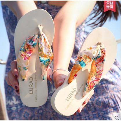 路拉迪波西米亞女士人字拖 厚底防滑夾拖坡跟涼拖鞋中跟沙灘鞋波西米亞風環保材料綢緞布帶橡膠防