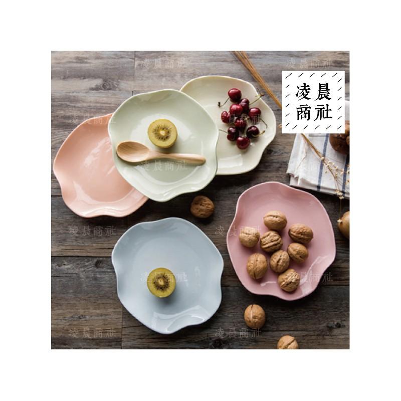 凌晨商社日式zakka 烘焙陶瓷粉嫩馬卡龍色蛋糕盤點心盤花形不規則陶瓷盤