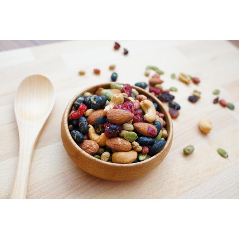 養生堅果綜合蔓越莓、黑豆、紅麴豆、腰果、杏仁果等香酥涮嘴!(300g )