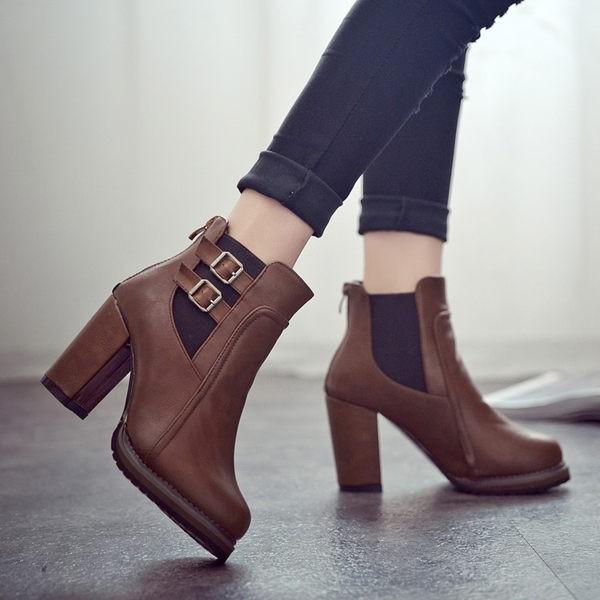 丁果女鞋►率性百搭英倫風皮帶扣帶高跟短靴機車靴子馬靴二色