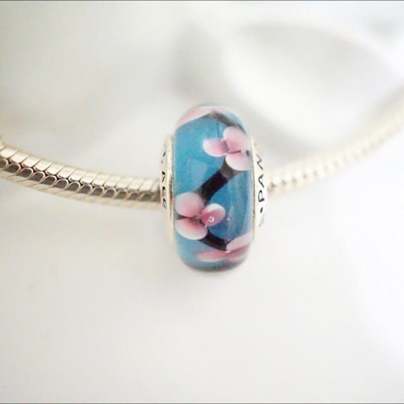 PANDORA 潘朵拉925 銀淡雅古典梅花孔雀藍色寬邊琉璃珠