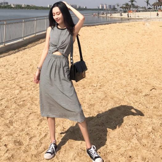 實拍顯瘦洋裝顯瘦洋裝chic 風收腰修身 感條紋印花女裝圓領小心機連衣裙打底裙中長裙