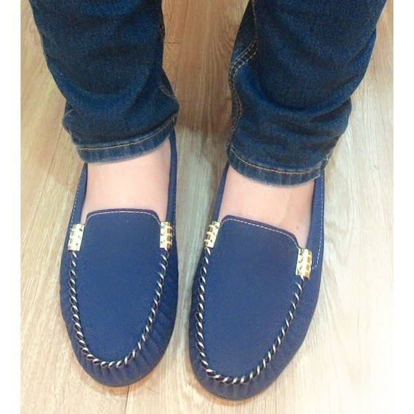 莫卡辛MIT 休閒舒適素色金屬釦車縫線豆豆懶人鞋黑藍白Girl 鞋坊~編號2318 ~