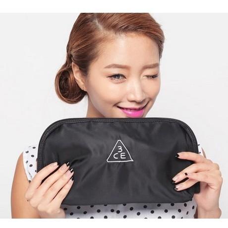 韓國3ce 可全開式半月形刺繡LOGO 純黑 彩妝筆收納包化妝包證件包 1