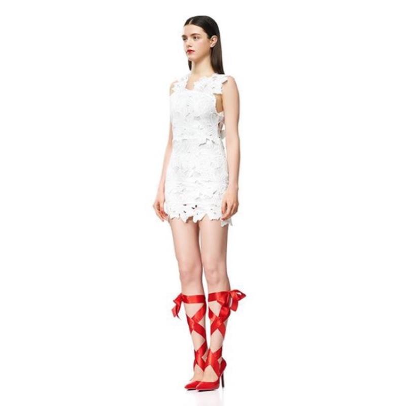 現漢娜著用款. 性感浪漫唯美露背立體透鏤空花朵蕾絲洋裝白