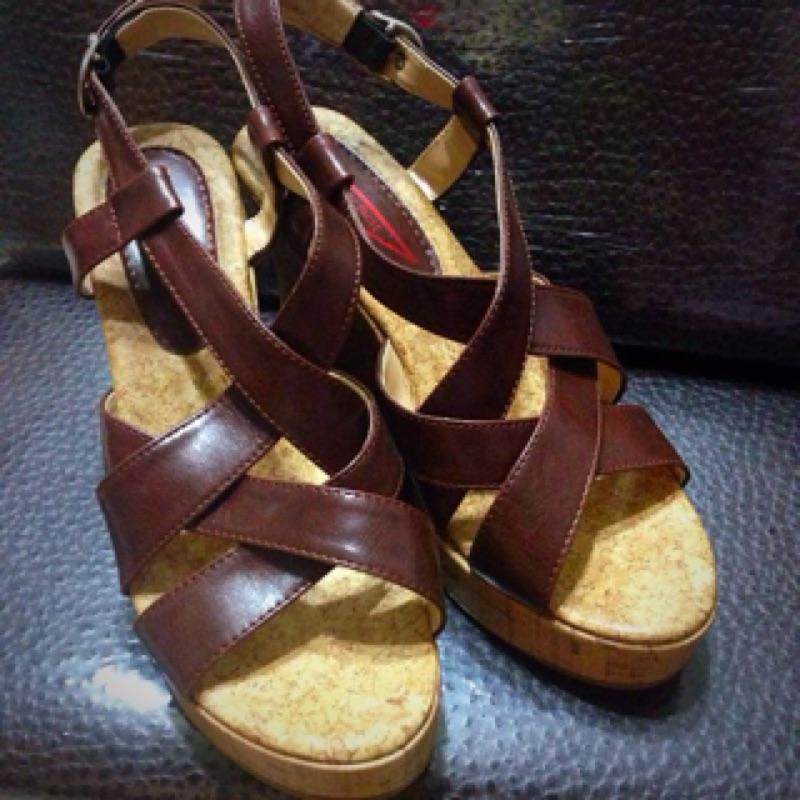 咖啡色交叉綁帶木頭楔型底涼鞋木屐鞋防水台厚底契型底高跟涼鞋24