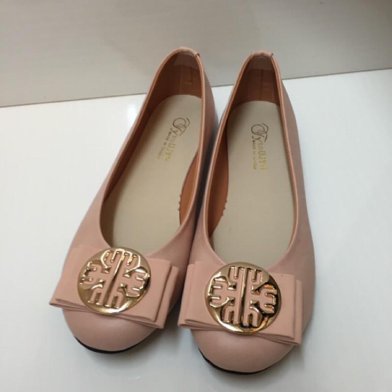 25 號零碼 (小資女的最愛 百搭款)簡約百搭實穿素面平底包鞋款售價299 , 150 (