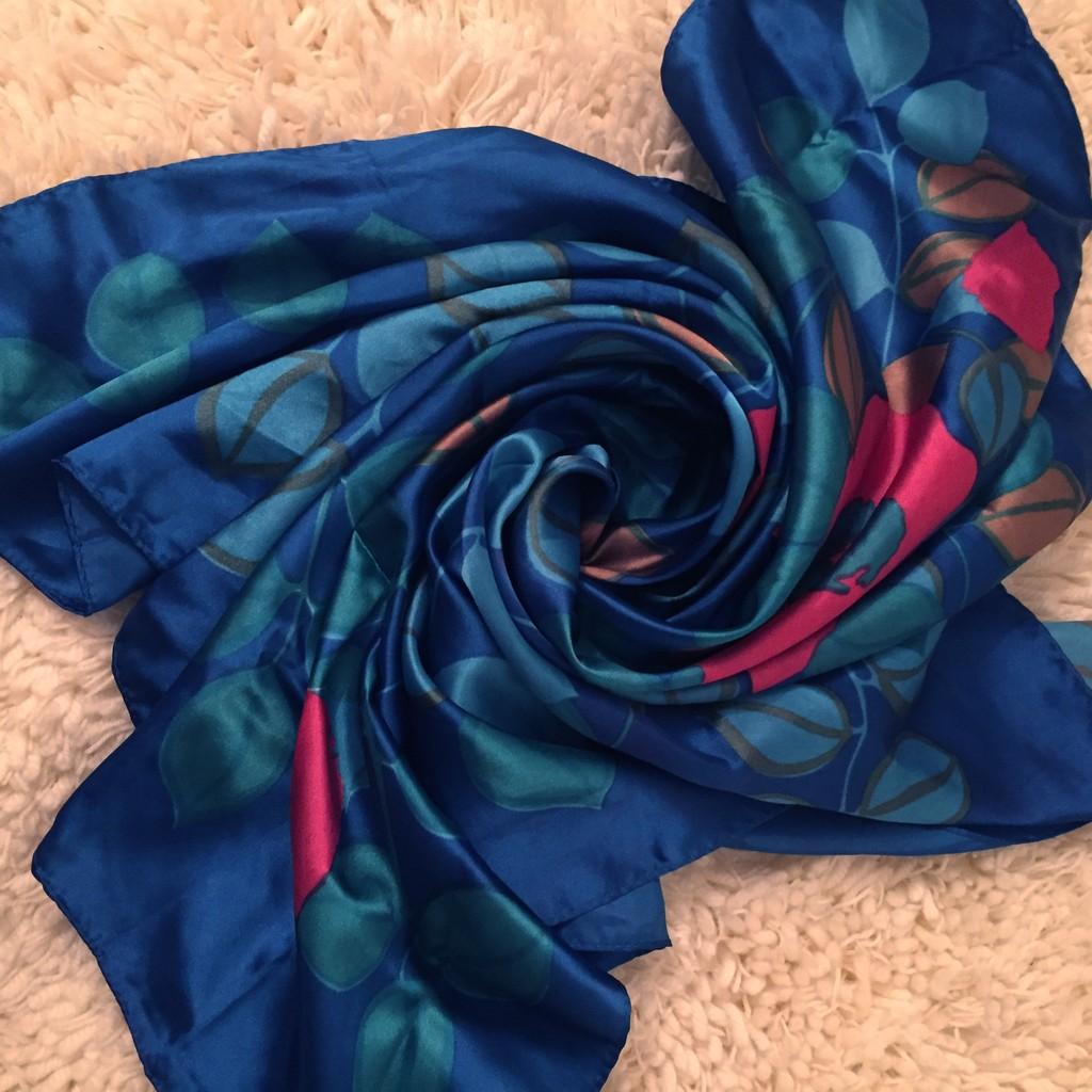 海藍色花葉滿版配色印花方巾圍巾披巾