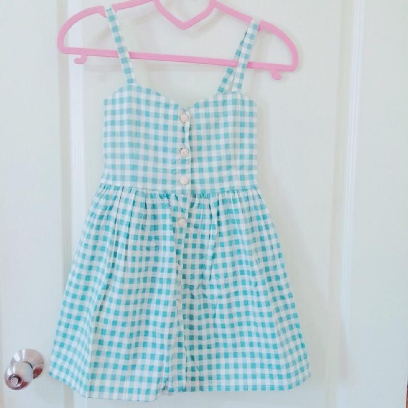 日系可愛~粉藍格紋細肩帶排扣洋裝