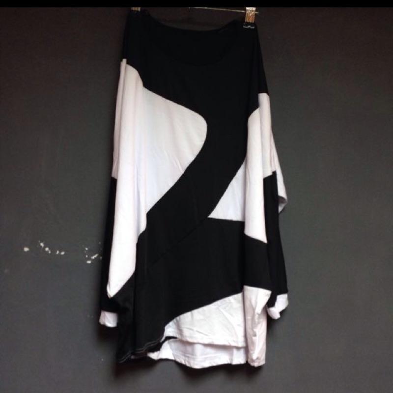 Apujiu ✨黑白幾何圖形寬鬆剪裁拼接 款長版t Shirt