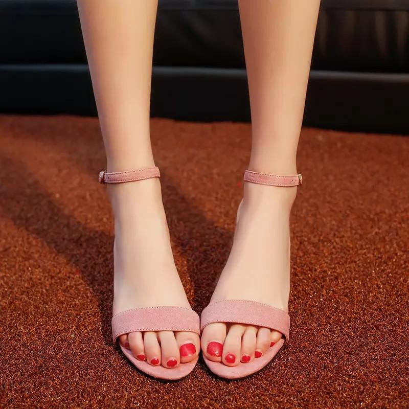 甜美女生中跟簡約涼鞋粗跟 百搭純色踝帶涼鞋 黑色一字帶單鞋
