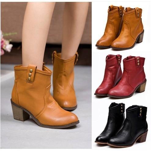 下殺!女短靴機車靴超 季 風 百搭復古擦色鉚釘釦圓頭木紋粗跟中跟套筒馬丁靴單靴