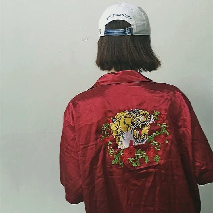 ~PRAY FOR FASHION ~日系仿絲綢緞暗黑玫瑰花圈與虎頭刺繡短袖襯衫