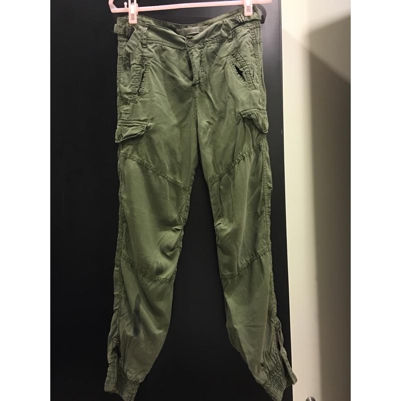 ZARA 軍綠色休閒褲