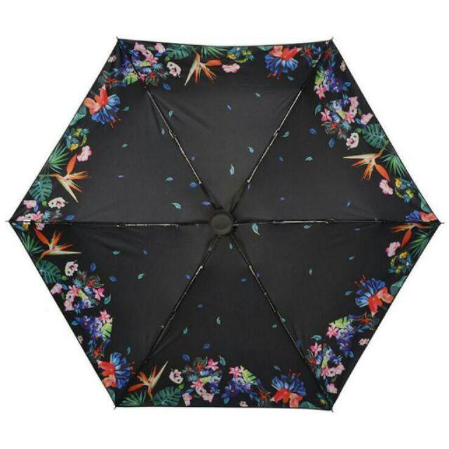 碎花版超迷你黑膠五折晴雨傘,玻璃纖維傘骨,重量輕、彈性佳、耐強風