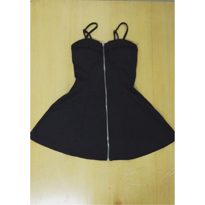 黑色拉鏈傘狀細肩帶洋裝