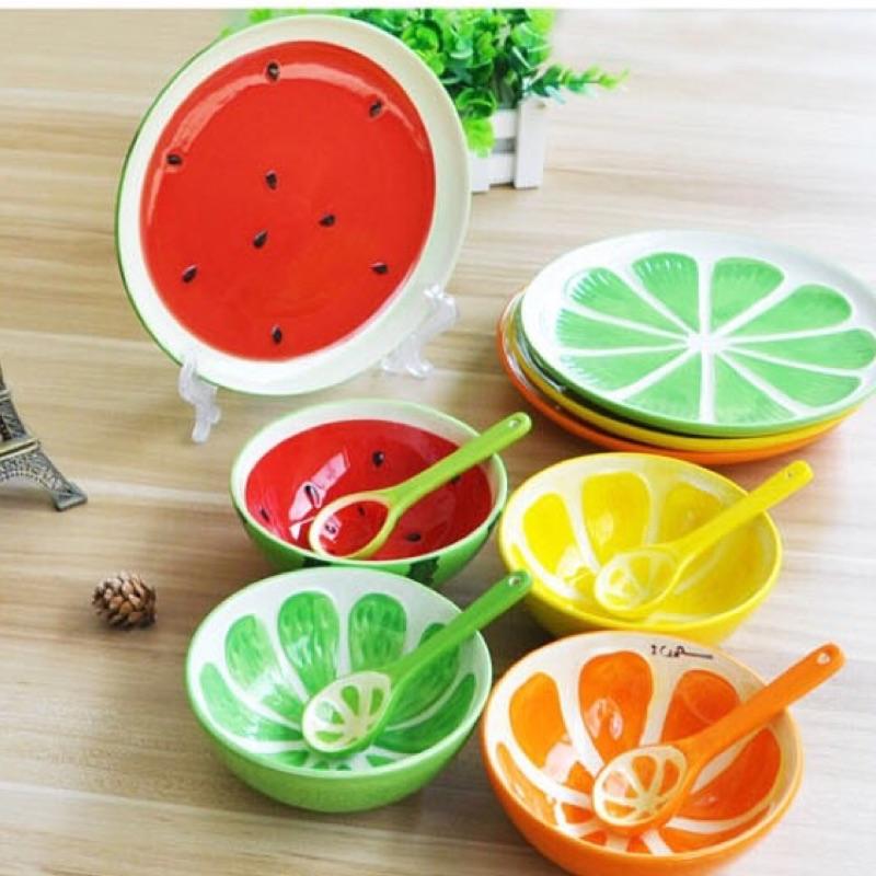 ~Dolly 館~╮清新陶瓷釉下彩手繪浮雕水果飯碗勺子盤子3 件餐具套裝水果餐碗