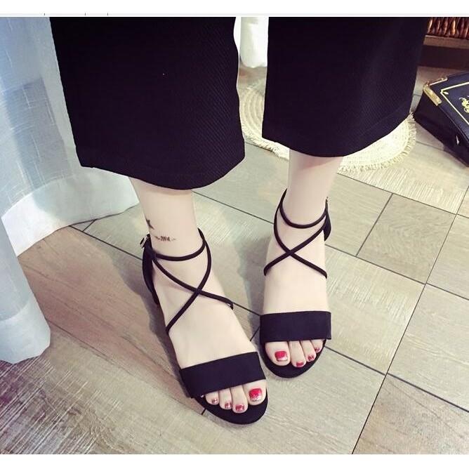 ~ 衣櫃~百搭 黑 磨砂絨舒適扣帶百搭方跟3 公分低跟中跟涼鞋絆帶羅馬