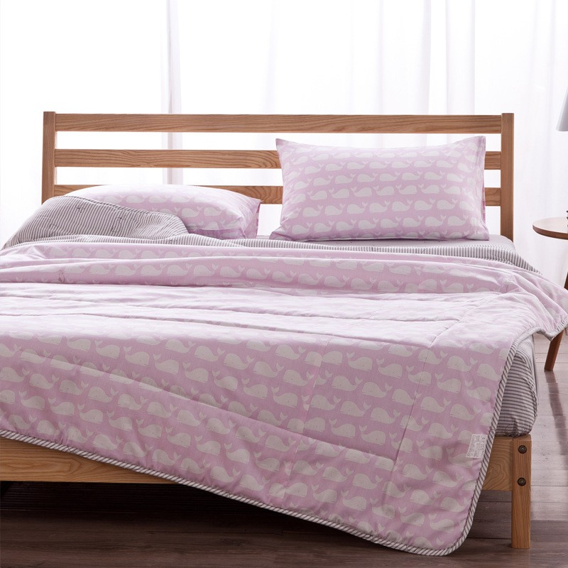 抵+ 風簡約清新風純棉夏日空調被涼被枕套粉鯨款少量 8 折